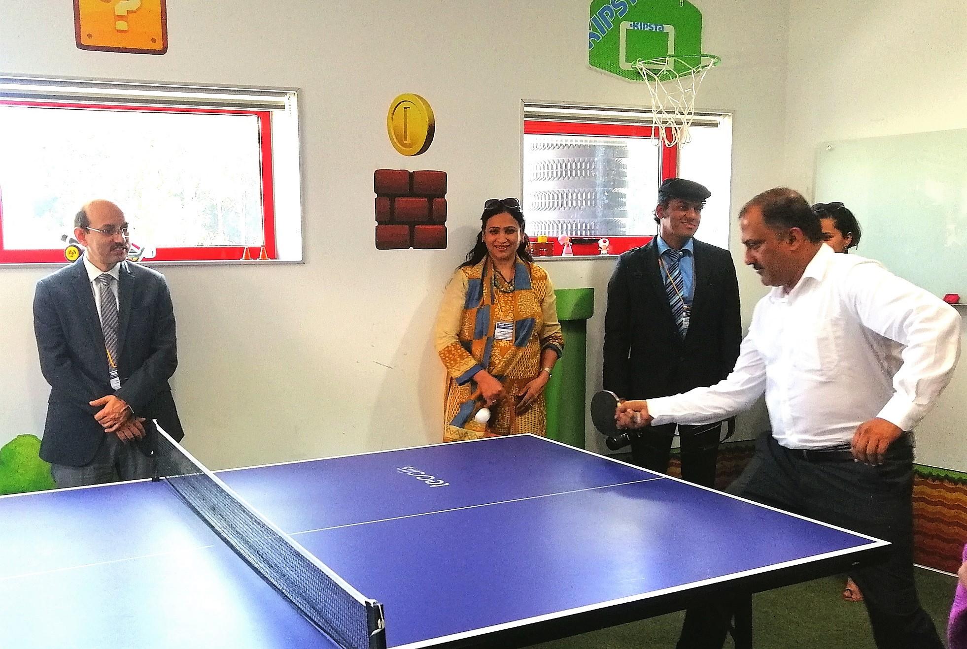 Personas de la India jugando en Tecalis
